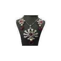Latest fashion designer diamond pendant set