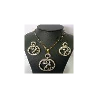 A unique designe of diamond pendant jewellery set