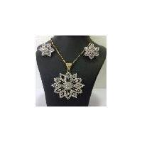 Exclusive zircon diamond pendant jewellery set