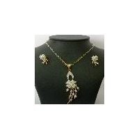 Impressive diamond pendant jewellery set