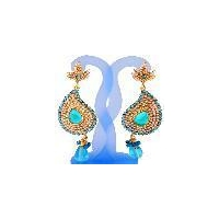 Traditional fashion designer diamonds earring