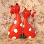 White Dotted Red Wood Cat Couples Collectibles Figurines