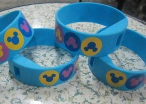 China Four Color Printing Blue Silicone Wristband Digital Watches with Changeable Battery on sale