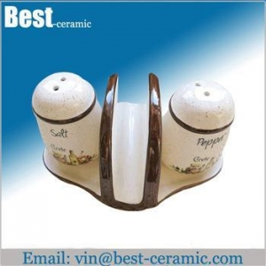 China Ceramic salt&pepper shaker ceramic napkin holder with salt and pepper shaker on sale