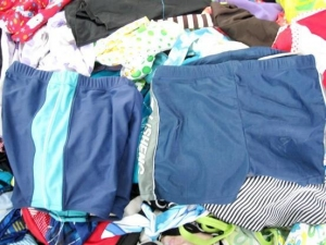 China grade A used clothing/second hand clothing on sale
