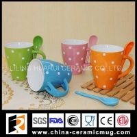 China New Ceramic Mugs ceramic mug with spoon and white dot on sale