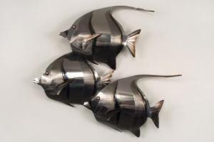 China Zigzag Kihikihi Trio Fish Metal Wall Hanging on sale