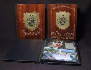 China Wedding Gifts Anniversary Gift Wedding Photo Albums  Personalized Wedding Album in Wood / Leather on sale