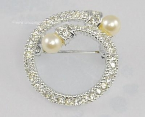 China Vintage Rhinestone Circle Pin with Overlapping Faux Pearl Heads on sale