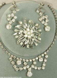 China Vintage ca. 1940s- 1950s DIAMOND LOOK Rhinestone Parure from KRAMER with Box on sale