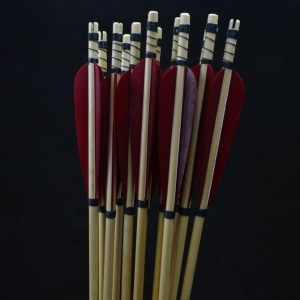 China HandMade Wooden Arrows with Red Turkey Feathers and targeting points for Archery Shooting on sale