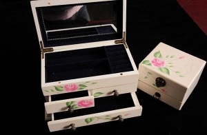 China Large Wooden Jewelry Cosmetic Box Wood Jewellery Box With 3 Drawers on sale
