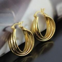 Electroplated 18 karat gold tricolor ear ring