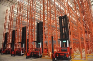 China Warehouse High Density Narrow Aisle Pallet Racking for Storage on sale