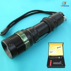 China Cree Zoom LED Flashlight with 3xAAA or lithium battery (FL1004) on sale
