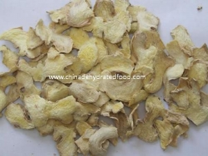 China Dehydrated Ginger Flakes/Ginger Powder on sale