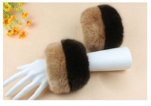 China Winter Faux Fur Oversleeve Wrist Arm Warmer Cuff Cover Fuzzy Furry Wristband Hand Muff on sale