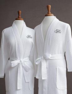 China Hotel Linen White Cotton Waffle Towel Robe Luxury Towelling Bathrobe on sale