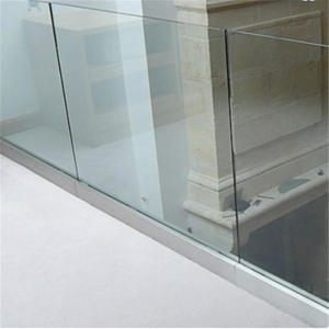 China Indoor u channel aluminium frameless laminated glass railing for stairwell on sale