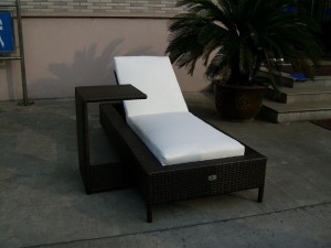 China Modern Chaise Lounge Chairs Furniture with PE Wicker for Outdoor, Poolside, Farmhouse, Hotel, Patios on sale