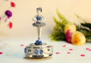 China Ballerina Girl Musical Snow Globe Music Boxes on sale
