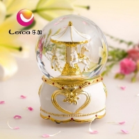 2016 New Product Polyresin Carousel Music Box