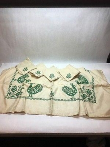 China 1 VTG HANDMADE CROSS STITCH EMBROIDERED CARD TABLE CLOTH GREEN ROOSTE 4 NAPKINS on sale