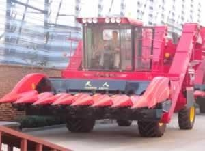 China TR9988-7A Self-propelled Corn Combine Harvester on sale