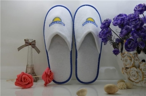 China Disposable Washable 100% Cotton White Velour Velvet Hotel Slippers for 5 Star Hotel on sale