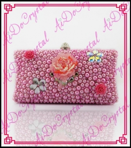 China Aidocrystal handmade pink pearls New designer flower clutch bag for wedding party on sale