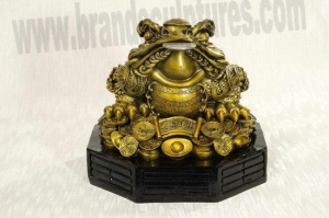 China Giant Beautiful Fiberglass Toad Sculpture as Home Ornament on sale