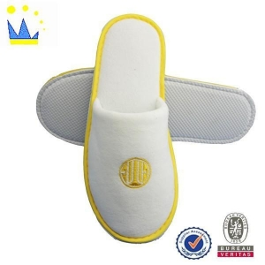 China Slipper Comfortable Velvet Hotel Slipper with EVA Sole New Design Hotel Slippers on sale
