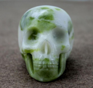 China Wholesale Semi-precious Jade Stone Skull Carving Figurine, Carved Jade Handmade Skull on sale