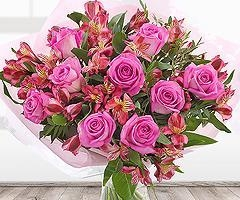 China Flowers Perfect Pink Flower Bouquet on sale
