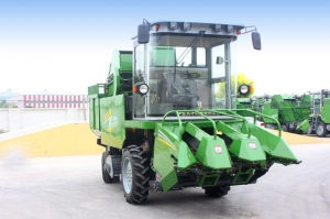 China 4YZP-3 self-propelled corn harvester on sale