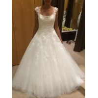 China Scoop neck A-line Tulle Wedding Dresses Lace Appliques Floor Length Bridal Gowns on sale