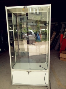 China Hot Sale Glass Display Showcase & Jewelry Showcase with LED Lights on sale