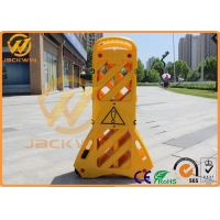 China Portable Plastic Traffic Barriers Expandable Safety Barriers Max 3.9 Meters on sale