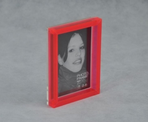 China Manufacturer Supplies Elegant Acrylic Magnetic Photo/picture Frame on sale