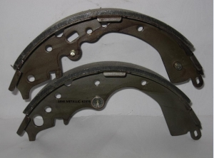 China S871 1358 Toyota hiace tacoma rear semi metal brake shoes on sale