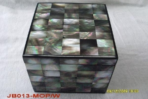 China Jewelry Box Black Square Mother of Pearl Jewelry Box on sale