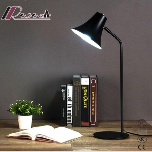 China Nordic Style of Retro Iron LED Table Lamp for Bedroom on sale
