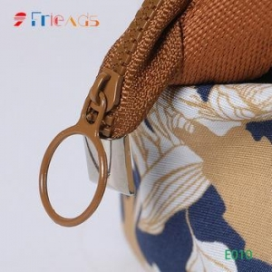 China large-capacity travel debris storage bag women's hand carry cosmetic bag wire bag on sale