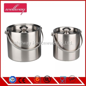 China Insulation ice bucket double layer ice bucket with lid stainless steel ice bucket ice tongs 2L on sale