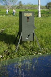 China 70 lb Fish Feeder with Adjustable Legs on sale