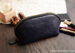 China Custom Handmade Vegetable Tanned Italian Leather Cosmetic Bag Toiletry D057 on sale