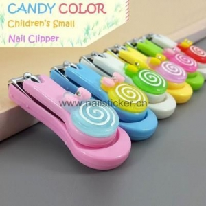 China Small colorful plastic lollipop nail clipper for kids on sale