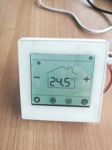 China Low Power Consumption Bacnet Thermostat Smart Wired Controller For Water Fan Coil Units on sale