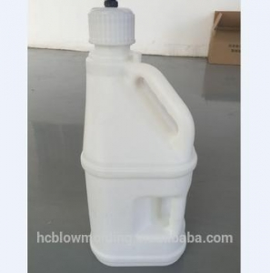 China OEM Blow Molding plastic 5 gallon jerry cans,white/green/red oil fue cans. on sale